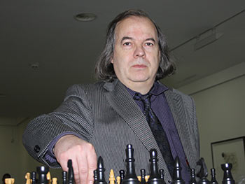 Konzeptionelles Rückgrat und Ideengeber der Ausstellung: Der Künstler Hans-Peter Porzner