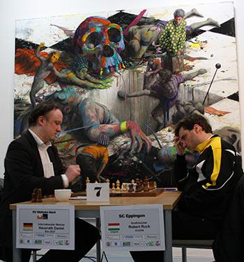 Hausrath gegen Ruck vor einem Werk von Jonas Burgert