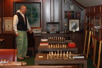 David DeLucia in seinem Sammlerraum