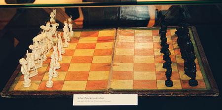 Indisches Spiel in der CCI-Ausstellung im Schraube-Museum in Halberstadt